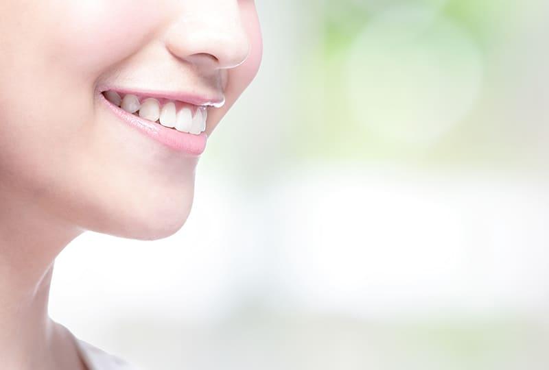 女性な綺麗な歯